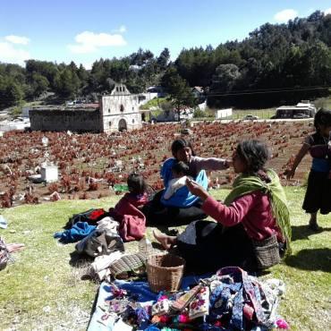 Indios ai piedi del cimitero
