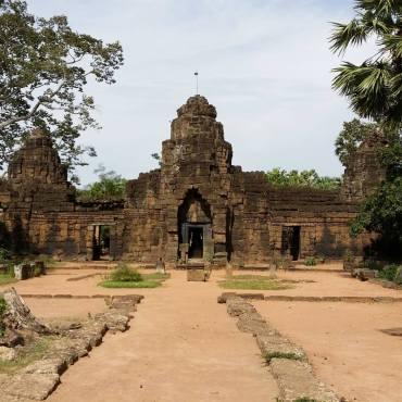 Pagoda Phumĭ Tônlé Bati