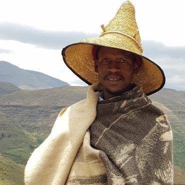 Basotho con cappello tipico
