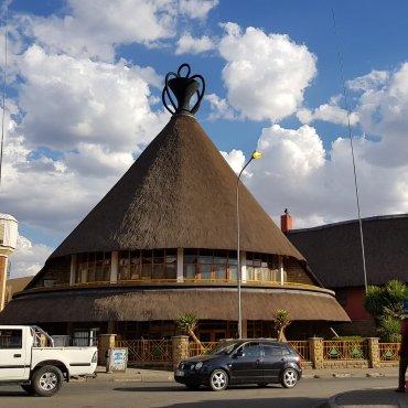 Edificio a forma di cappello