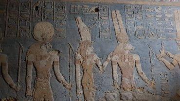 Bassorilievi e geroglifici nel Tempio di Amun