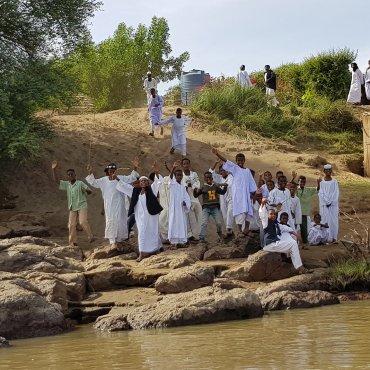 Ragazzini sulle sponde del Nilo
